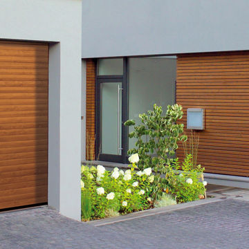 Roller-Garage-Door-on-Modern-Home1.jpg